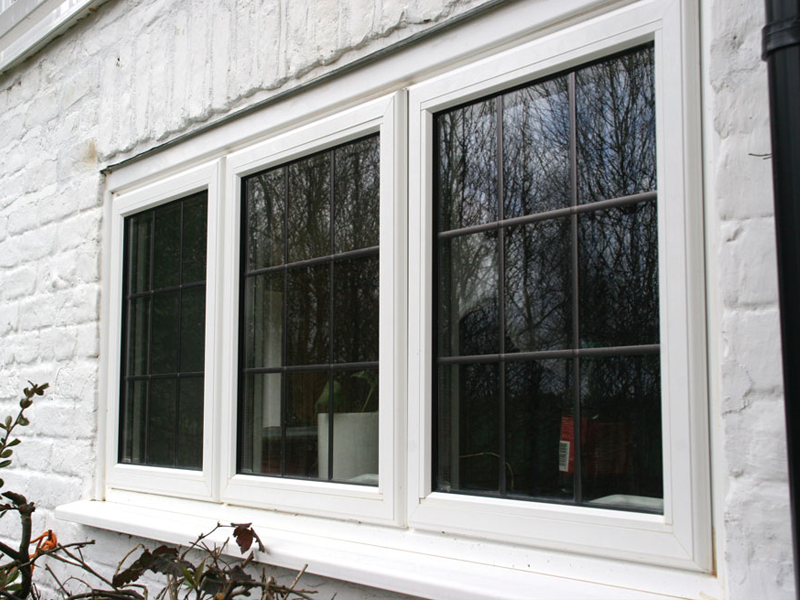 Triple sash - White aluminium windows